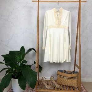 Vintage 60s White Daisy Lace Mod Mini Dress